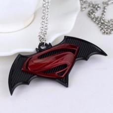 Кулон Бэтмен против Супермена